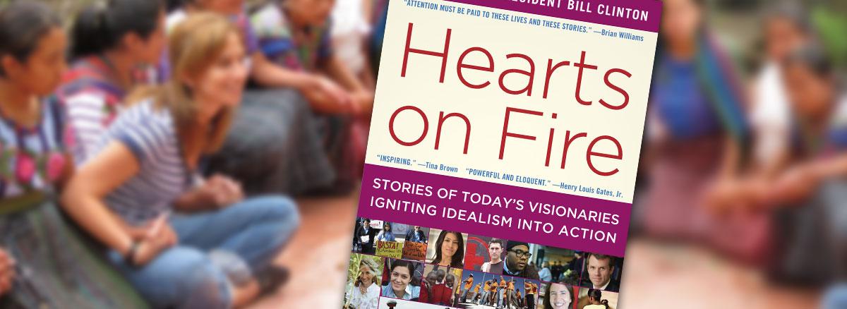 Hearts on Fire - bokomslag med ett suddigt foto på mayakvinnor och Maria Pacheco i bakgrunden