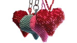 dekoration, Guate!Guate, Guatemala, hjärta, hänge, konsthantverk, nyckelring, pärlor, rosa, röd, turkos