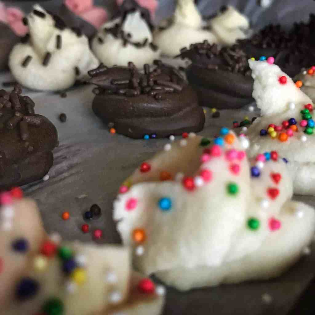 Six recipes for high protein homemade yogurt melts in a wide variety of flavors including double chocolate, chocolate chip cookie dough, strawberry cheesecake, birthday cake, and more.