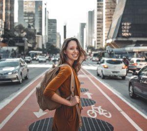 retraite spirituelle femme backpack aventure