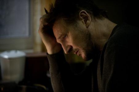 لیام نیسن در نمایی از فیلم خاکستری