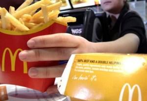 Trabajadora de un restaurante de comida rápida