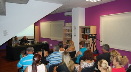 El escritor Luis Sanz inaugura la Semana de la Biblioteca en Mogán