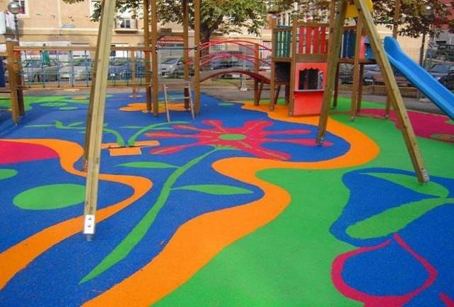 Parque infantil con piso de caucho