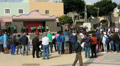 Cientos de alumnos de Santa Lucía ocupan la Plaza de San Rafael, en Vecindario