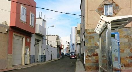 El Urban adoquina un nuevo tramo de la Orilla Baja, en Sardina del Sur