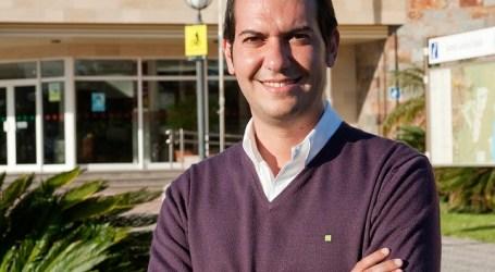"""El PP de Santa Lucía considera """"insultante"""" que la alcaldesa no quite su imagen de la promoción municipal"""
