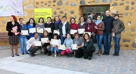 La Escuela de Empoderamiento Femenino entrega diplomas a 38 mujeres de Santa Lucía