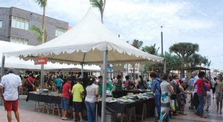 La II Feria del Libro Solidario de Santa Lucía reúne más de 8.000 ejemplares