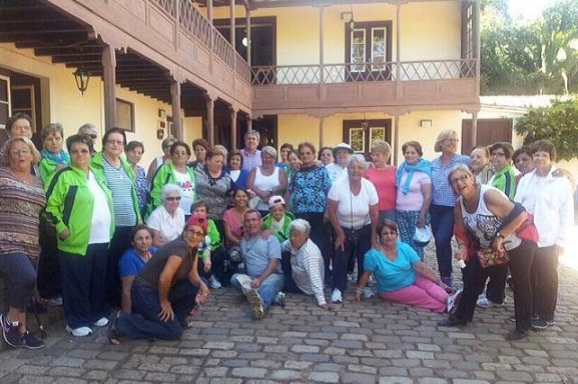 Nuestros mayores se fotografiaron con el alcalde Marco Aurelio y las concejalas Elena y Araceli