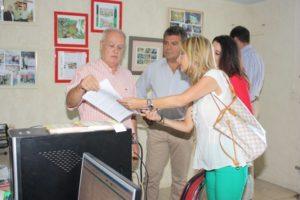 Australia Navarro, con ONG Elomar y miembros del PP local