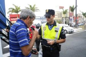Actuación de la Policía Local en las calles de Santa Lucía