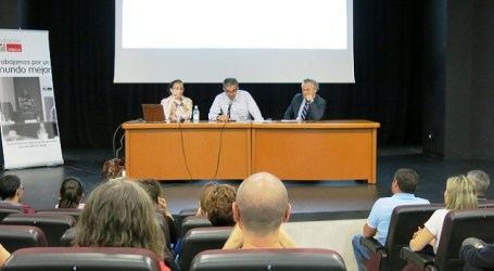Teresa Perales invita en Santa Lucía a desdramatizar la discapacidad