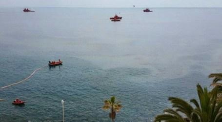 Un vertido de fuel provoca alarma entre turistas y residentes en Mogán