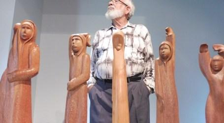 El indigenista Cristóbal Marrero expone 12 esculturas y 30 dibujos en Maspalomas