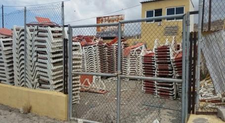 El PP-AV y UxGC utilizan la perrera municipal como almacén de hamacas