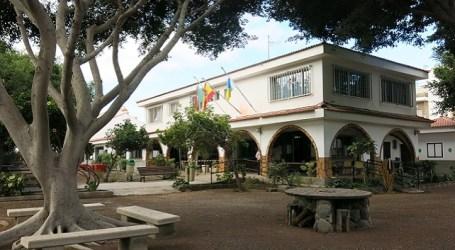 Personal municipal remata el salón del Centro de Mayores de Vecindario