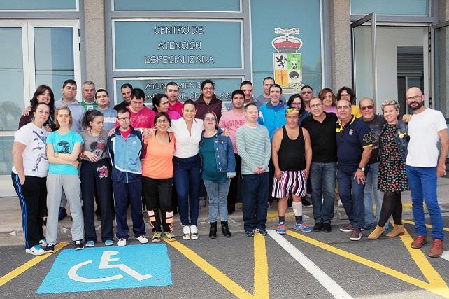 CAE de El Salobre, personal y usuarios con la concejala de Servicios Sociales