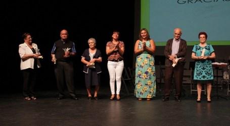 Más de 700 personas celebran el Día de los Mayores en el teatro Víctor Jara