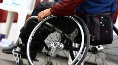 El Ayuntamiento obliga a dos discapacitados a cambiar de vado cada quincena