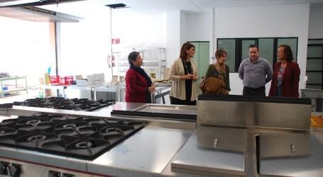 Ana Dorta visita las instalaciones del módulo de FP de cocina del IES Arguineguín