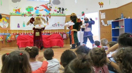 Los Reyes Magos visitan las escuelas infantiles de Santa Lucía