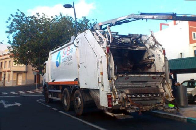 camion-recogida-de-basura-contenedores-mancomindad-sureste