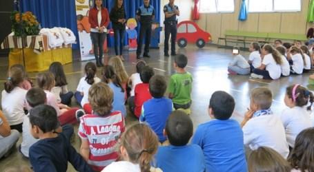 Los escolares del CEIP La Zafra reciben el carné de Educación Vial de la Oficina de Seguridad