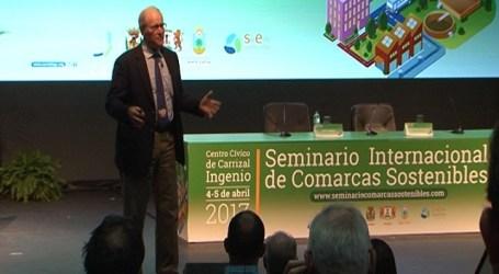 Joel Salatin cree compatible una alta producción en el sector primario con la ecología