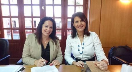 Elena Espino canaliza las demandas de vecinos de Castillo del Romeral