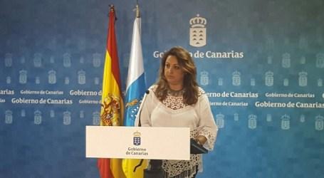"""Cristina Valido se muestra """"moderadamente optimista"""" con los últimos datos del paro"""