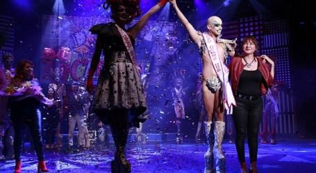 Drag Sethlas se convierte en la reinona del Carnaval de Santa Lucía dedicado a la televisión