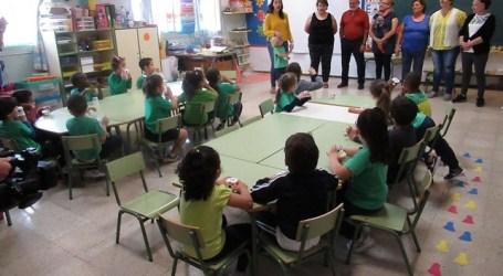 El huerto escolar del CEIP Tagoror favorece el intercambio de sabiduría entre mayores y alumnado