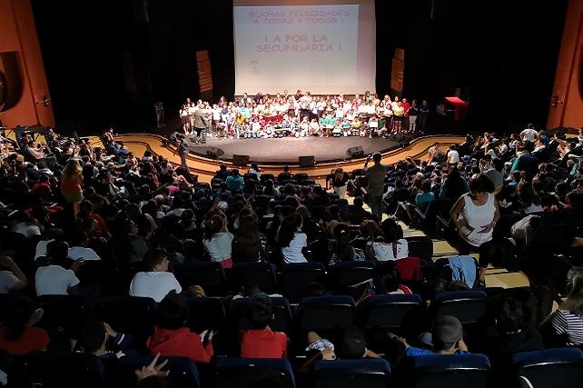 Santa Lucía premia la trayectoria escolar y académica