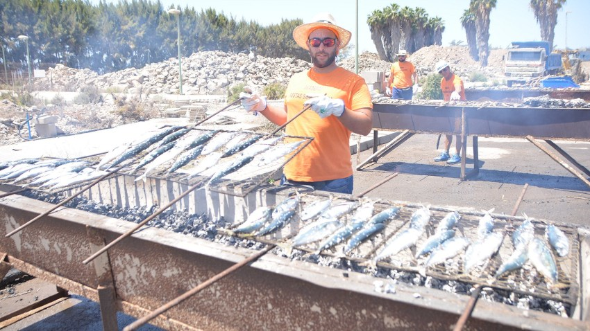 Fiestas de El Pajar, asadero de pescado
