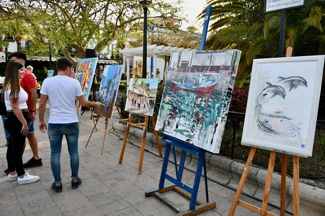 Mohamed El Montaser gana el X Certamen de Pintura Rápida de Mogán Un cielo azul totalmente despejado y una temperatura propia de finales de primavera dio la bienvenida a 19 artistas, algunos procedentes de Argentina, Ucrania o Italia