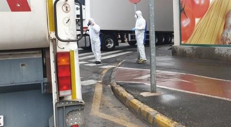 El Ayuntamiento emplea 185.000 litros de agua con lejía al día para desinfectar las calles y el mobiliario urbano
