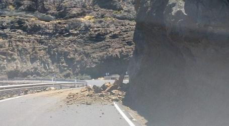 Nuevo desprendimiento en Faneque que evidencia la urgencia de las obras Agaete-El Risco en ejecución