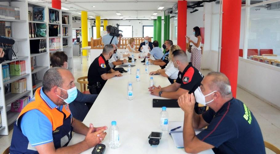 El Ayuntamiento de San Bartolomé de Tirajana constituye la nueva Junta Local de Seguridad La sesión ordinaria y extraordinaria, contó con la asistencia de los responsables y representantes de Policía Nacional, Canaria y Local, jefaturas de Bomberos y de Protección Civil
