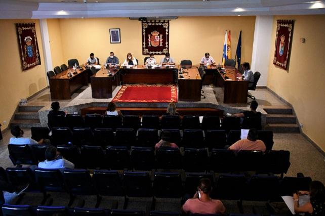 """Onalia Bueno: """"seguiremos alzando la voz mientras continúe el 'campamento de la vergüenza' en Arguineguín"""" El Pleno de Mogán declaró institucionales dos mociones relativas a la crisis migratoria que sufre Canarias, y con particular incidencia el propio municipio"""