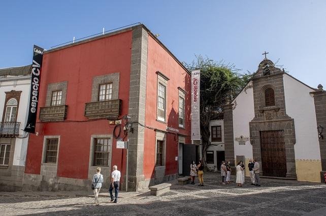 El CAAM presenta la cuarta exposición del proyecto 'Espacio CV' con obras de siete jóvenes talentos del arte en Canarias Los proyectos artísticos que se exhiben abordan cuestiones como las migraciones, la memoria histórica, la mujer o la preocupación por el paisaje o el medio ambiente