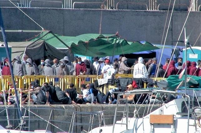 NC Mogán expresa su más enérgica condena por dejar en la calle a más de 200 migrantes Isabel Santiago ha exigido al Gobierno de España que se ponga a trabajar, que resuelva la crisis migratoria en Canarias y que active las derivaciones a la península