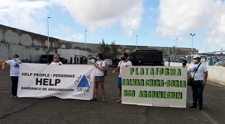 La Plataforma Salvar Chira-Soria se planta ante el ministro Marlaska en el muelle de Arguineguín