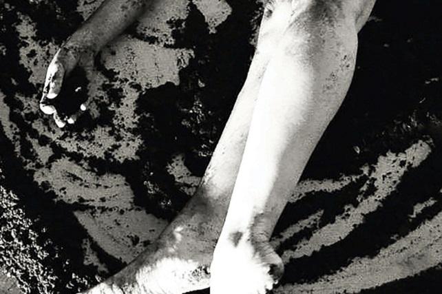 Se inaugura en el Centro Cultural Pepe Dámaso la muestra colectiva que aúna fotografía y poesía, 'La piel tiene sus razones' La exposición que organiza el Centro de Artes Plásticas del Cabildo se abre el día 9 de diciembre en el mencionado espacio situado en La Isleta, reuniendo el trabajo de seis creadoras