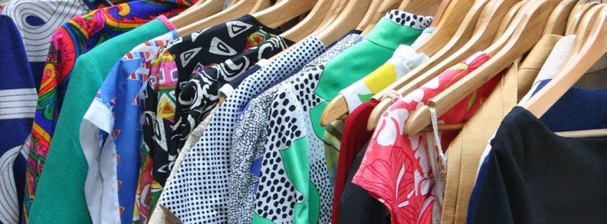 Lemari Pakaian Anda Tak Lagi Cukup? Atur dengan Cara Ini!