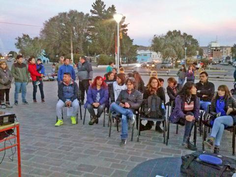 En Caleta Olivia, la clase pública se realizó en El Gorosito.
