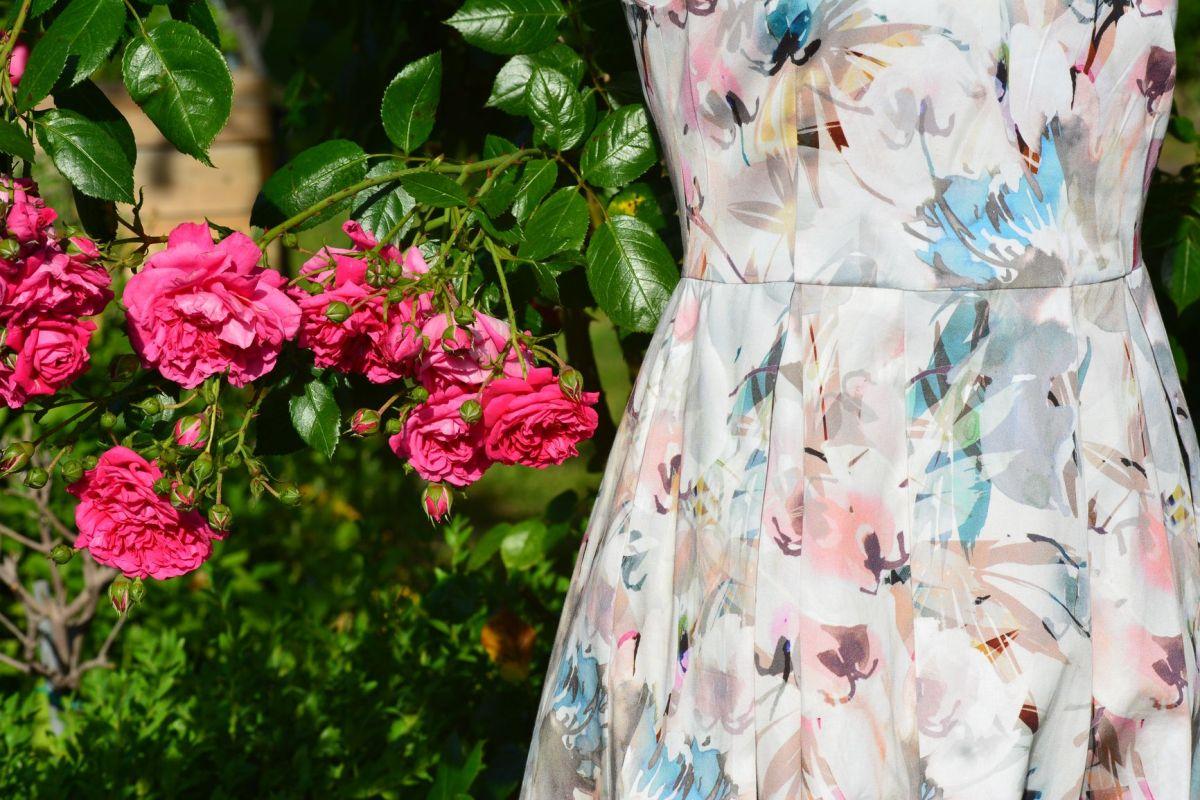 Einladung zur Hochzeit  - Roben in pastelligen Farben