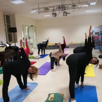 yoiga-adultes-posture-triangle
