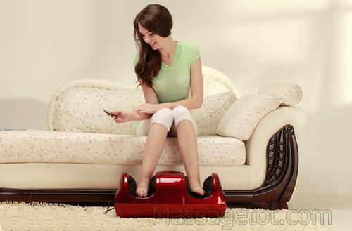 Massage chăm sóc đôi chân