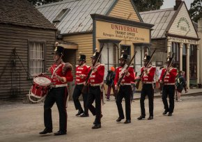 marching+redcoats